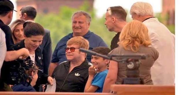 Elton John mostró su corazón armenio