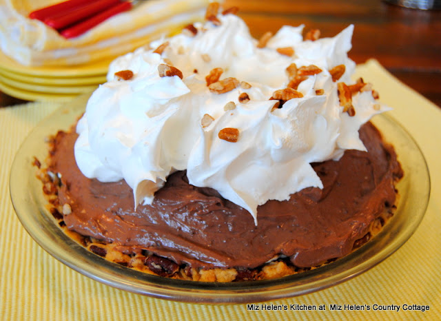 Texas Mud Pie at Miz Helen's Country Cottage