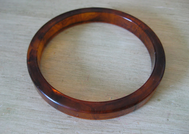 bakelite rootbeet bangle bracelet