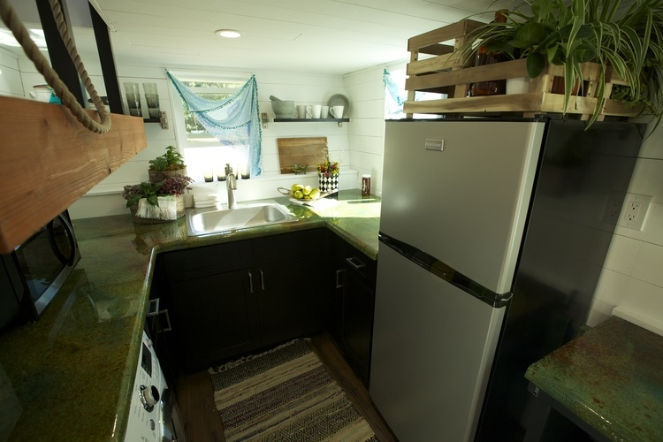 07-Kitchen-Brian-Crabb-Tiny-House-on-wheels-www-designstack-co
