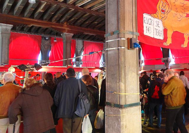 Jedno foto, jedno euro! Benátky se bouří