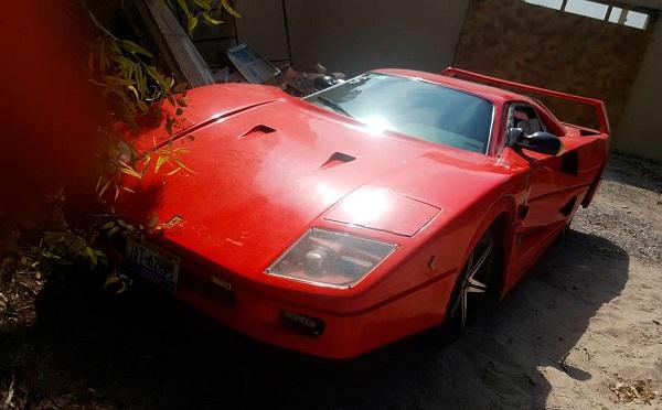 Nissan Sentra transformado en Ferrari F40