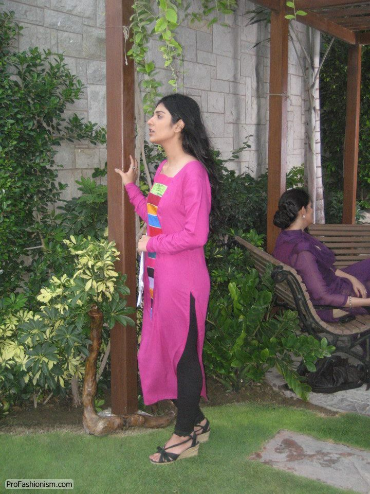 Sarah Khan Pictures (Model, Singer, Actress, VJ) 1 - 4