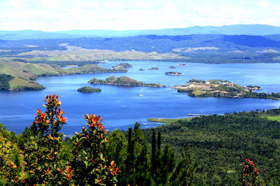 Inilah 5 Danau Ajaib Yang Hanya Ada di Indonesia