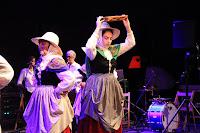 Espectáculo de danzas vascas de la asociaciones de Barakaldo