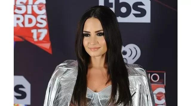 Berita Terbaru Gaya Rambut Terbaik Demi Lovato Jadi Tren - Gaya rambut pendek demi lovato