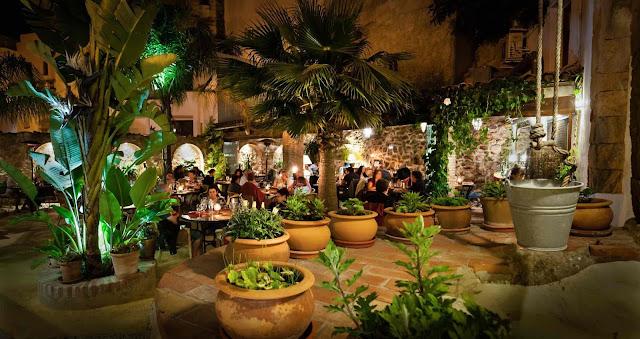 http://califavejer.com/es/restaurantes-y-bares/el-jardin-del-califa/galeria