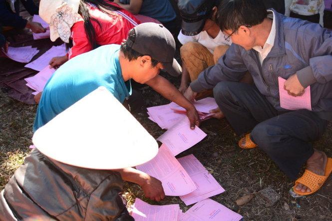 Gia Lai: Xem xét kỷ luật 4 người bắt dân bới tìm hợp đồng điện