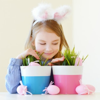 EASTER CRAFT FOR KIDS: GROW YOUR OWN BASKET GRASS (My kids loved this!) #easterbasketideas #easterbaskets #eastercraftsforkids #easteractivitiesforkids #eastercrafts #easterbasketgrass #howtogrowyourowneasterbasketgrass