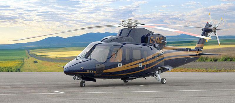 вертолет Sikorsky S-76 на взлётной полосе