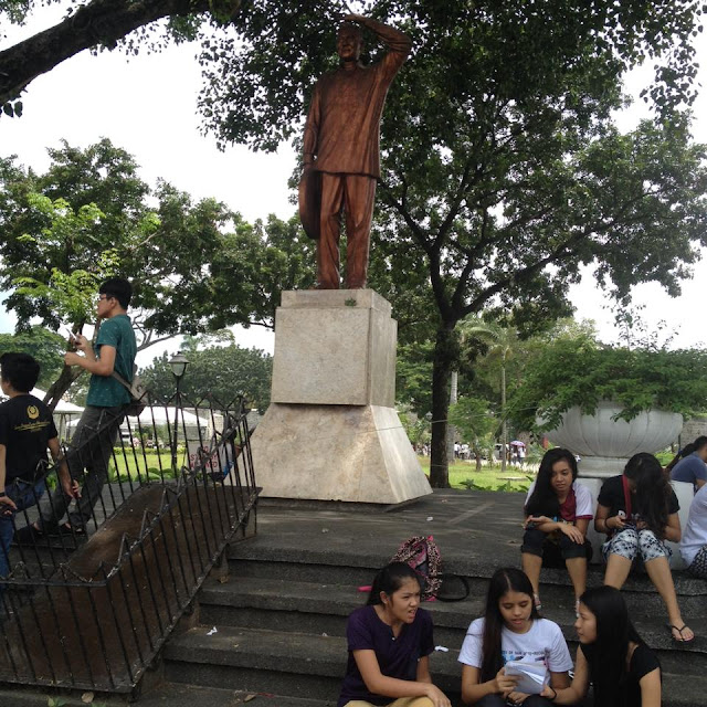 Ramon Magsaysay statue at Plaza Independencia