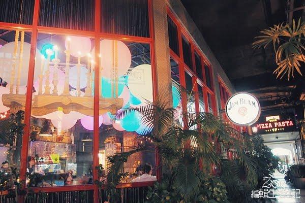 高雄住宿 / 五福四路上既是餐廳【冒煙的喬】也是設計旅館的【就是公寓旅店】