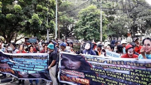 Tak Cocok Jadi Kader Hanura, Ratusan Massa Desak Pedangdut Sisca Dewi Dicopot
