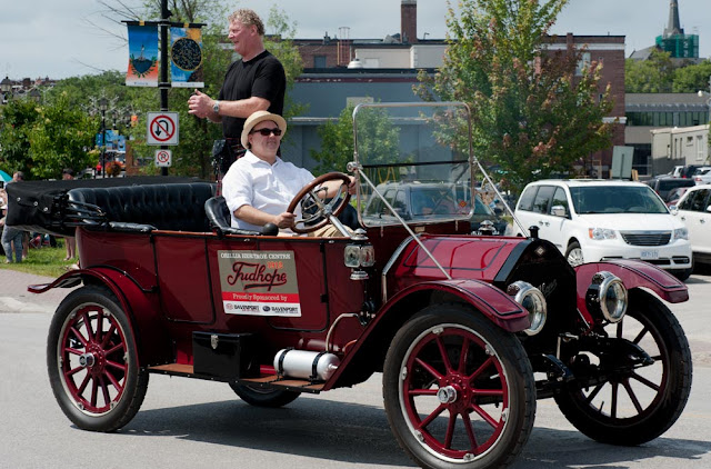 Vintage Tudhope car in the 2015 Scottish Festival Parade in Orillia.