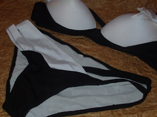 bikini blanco y negro