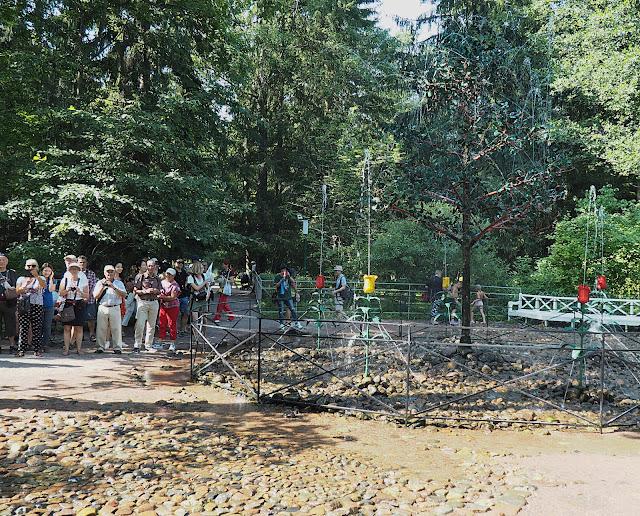 Петергоф, фонтан-шутиха Дубок (Peterhof, the fountain-cracker Dubok)
