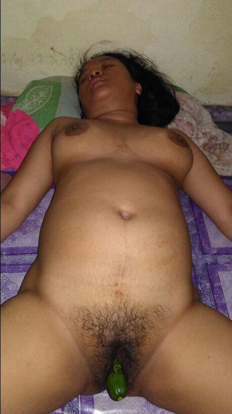 Inem Janda Hot Suka Bugil Telanjang Pamer Memek Masturbasi