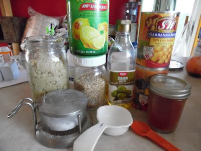 Photo of the ingredients to make hummus