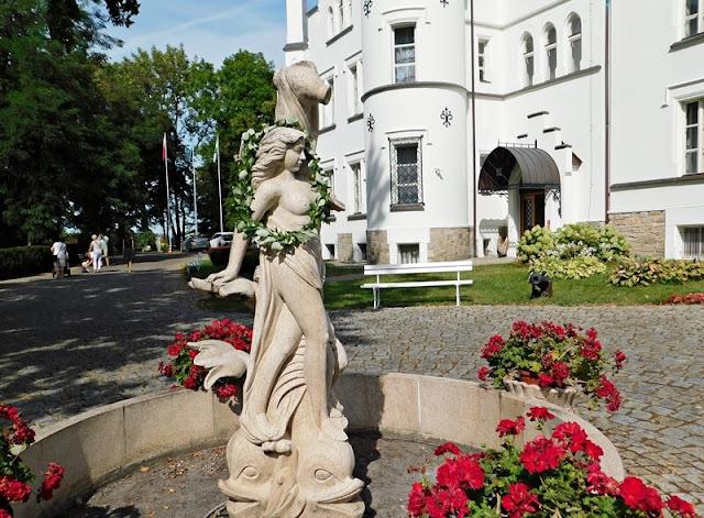 figura, ogród, pałac, Sulisław, Grodków