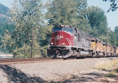 Southern Pacific SD70M #9810 at Hampton, Oregon, on July 20, 1997