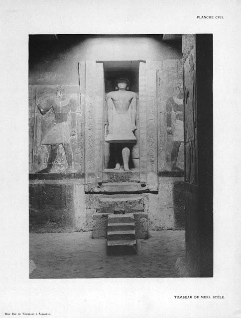 Cámara de las ofrendas. Falsa puerta con la estatua de Mereruka (Jean Capart, Une rue de tombeaux à Saqqarah)
