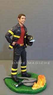 statuina personalizzata vigile del fuoco divisa casco marito orme magiche