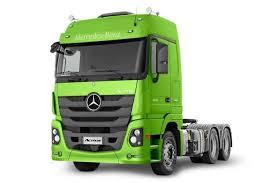 Mercedes-Benz promove testes com caminhões