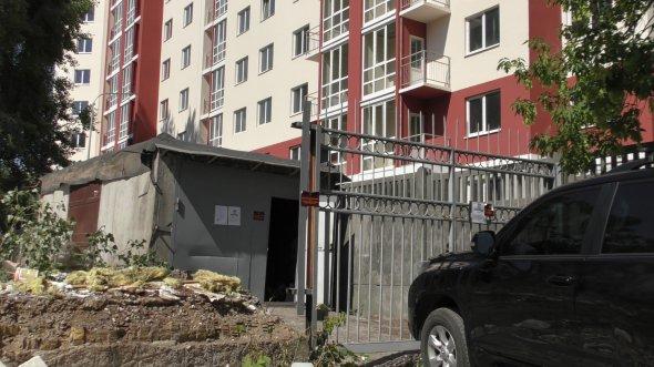 Власники захищають свій гараж від знесення