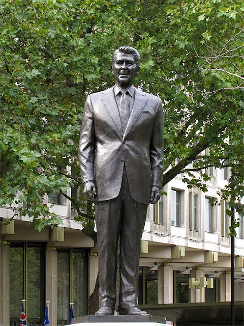 Statue of Ronald Reagan by Chas Fagan, Grosvenor Square, London