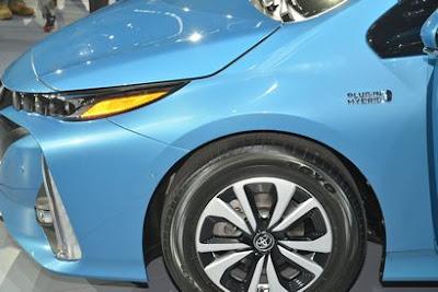 2017 Toyota Prius Prime front wheel