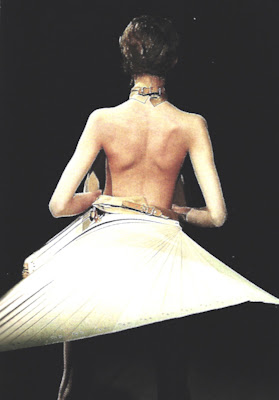 Alexander McQueen - Spring Summer 1999 - Wood fan skirt