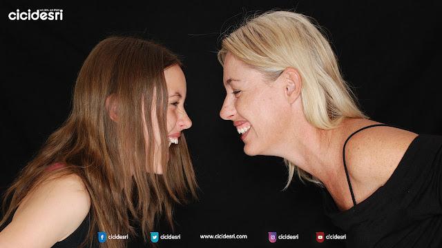 bersahabat dengan anak, akur dengan oraang tua, kerjasama antara ibu dan anak, mengapa anak perempuan sering bertengkar dengan ibunya