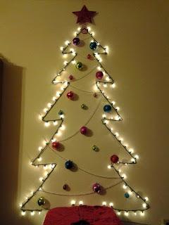 albero di natale luminoso con palline