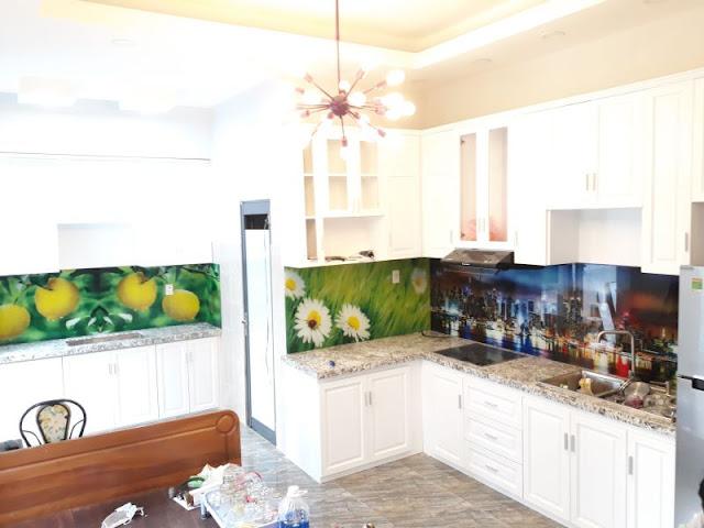 Hướng dẫn cách chọn lựa loại kính màu ốp bếp tốt nhất Tranh-kinh-op-bep-3d-4