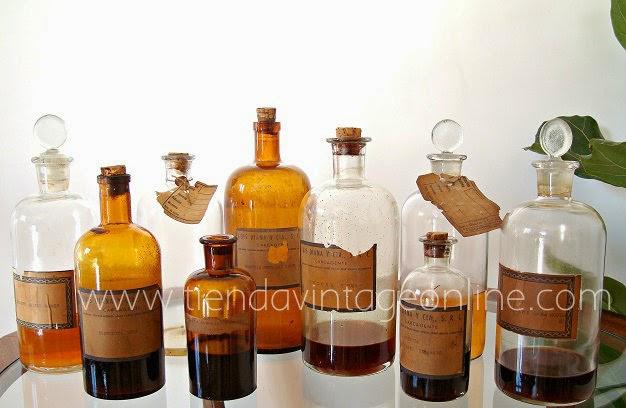 Botellas antiguas de cristal de farmacia o boticario