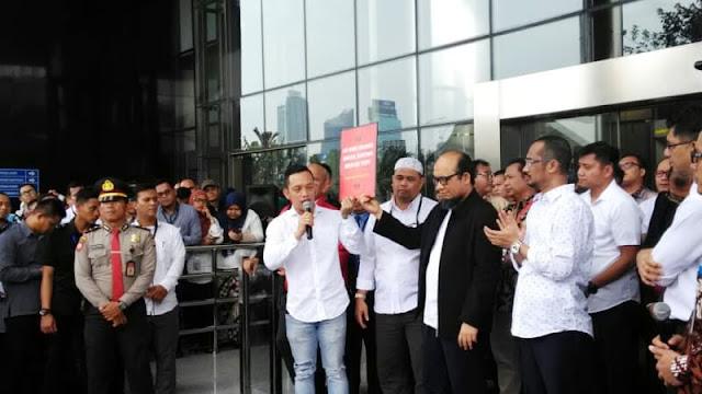 Lebih Dari 60 Ribu Orang Desak Jokowi Bentuk TGPF Kasus Novel Baswedan