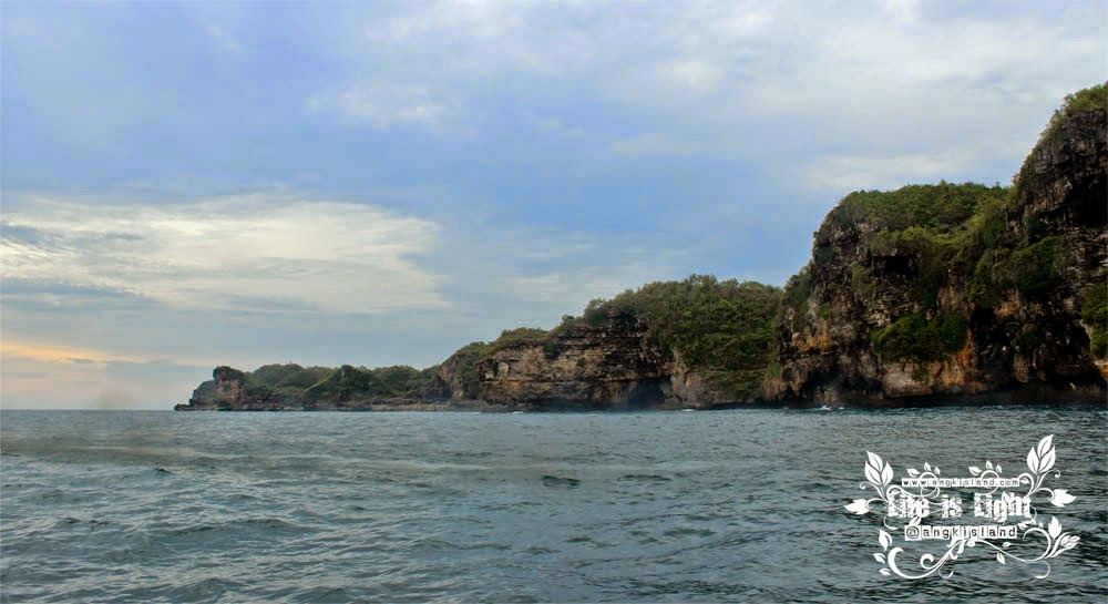 tebing Pantai Sadeng girisubo