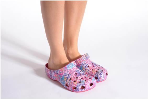 MAF Fashion   Beauty House   Crocs women s classic floral clog 203232 3410c68358