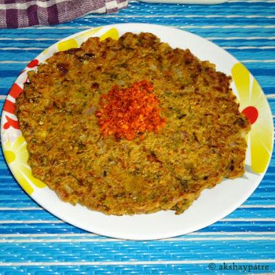ghee applied on thalipeeth