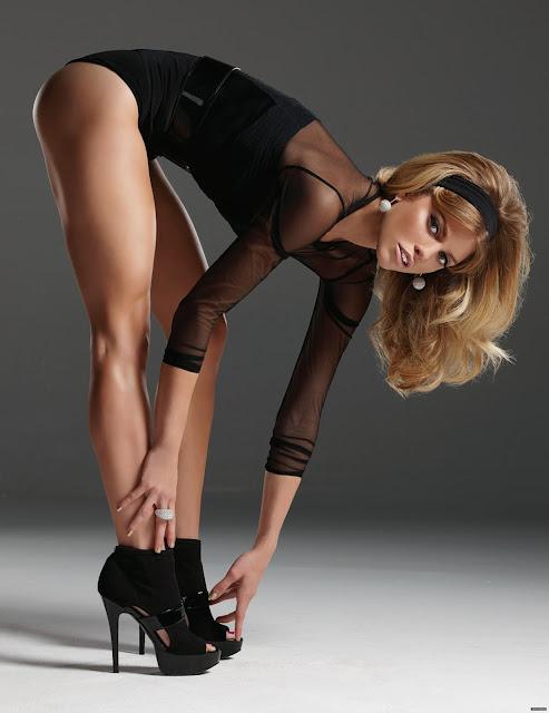 AnnaLynne McCord Hot Legs