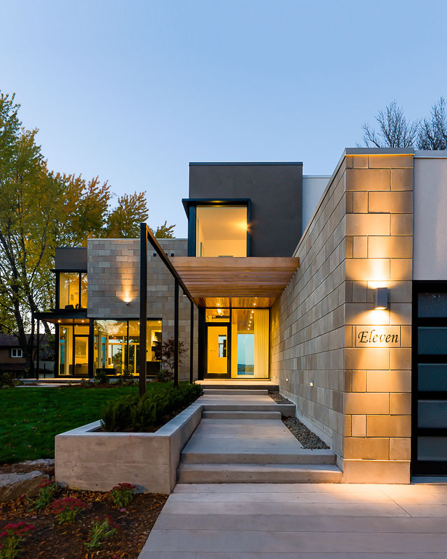 Front facade of Amazing Ottawa River House by Christopher Simmonds Architect
