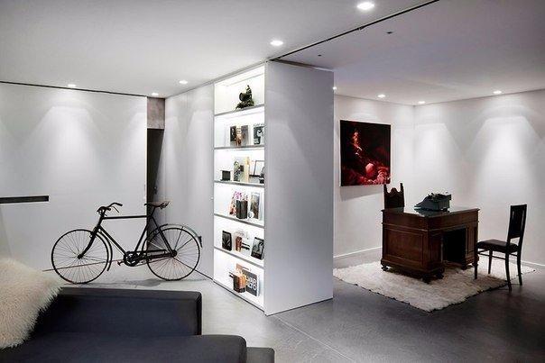 гостиная loft объединенная с кабинетом раздвижными дверями