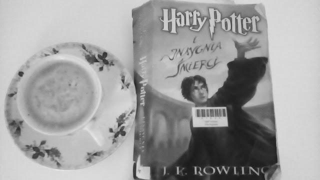 """""""Harry Potter i Insygnia Śmierci"""" J.K.Rowling"""