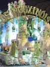 Primeira noite do Carnaval de Uruguaiana é marcada pelo frio, atraso, luxo das escolas e carros quebrados
