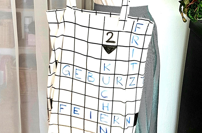 Stoffbeutel mit Kreuzwortraestel aufgemalt DIY vonKarin