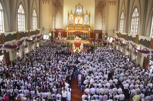Ngày thứ Ba: Kính viếng và cầu nguyện cho Đức cha Phanxicô Xaviê Nguyễn Văn Sang - Ảnh minh hoạ 39