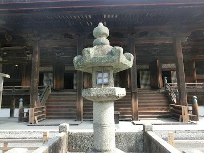 園城寺無名指灯籠