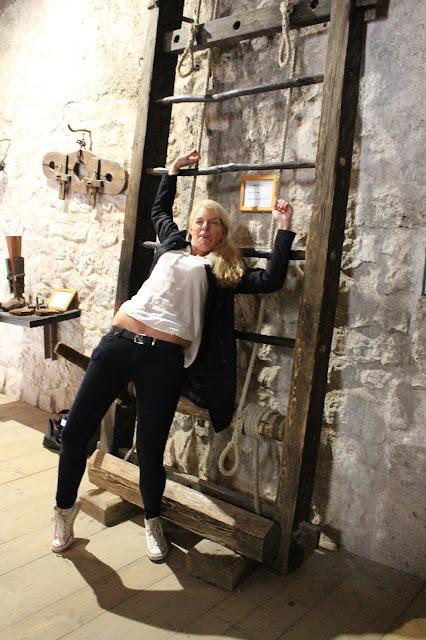 Tanja auf der Streckbank... #sbgatc16, Festung Hohenwerfen.