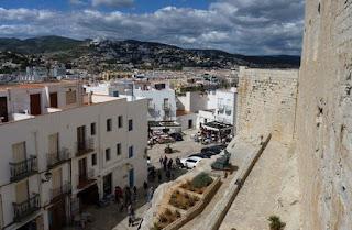 Plaza de las Armas desde la entrada al Castillo.