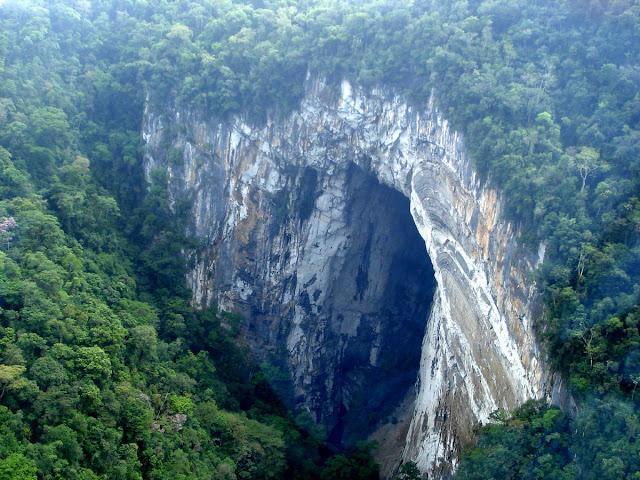 Maior portal de caverna do mundo